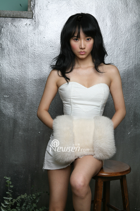 http://popseoul.files.wordpress.com/2007/02/0212-lee-jung-hyun.jpg