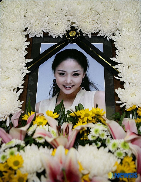 http://popseoul.files.wordpress.com/2007/03/unee-funeral.jpg