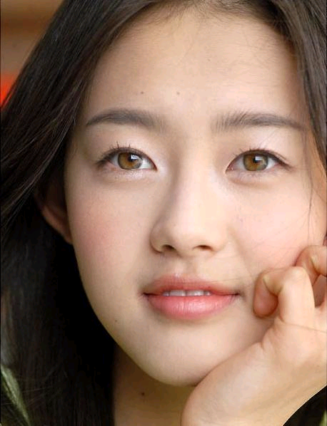 Go Ara as a young girl. Teen model