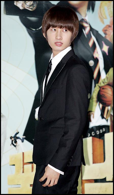 صور للنجم ايون هيوك من فرقة سوبر جونير 0813-eun-hyuk.jpg