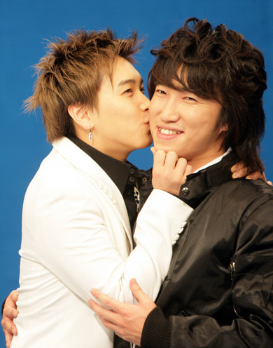 http://popseoul.files.wordpress.com/2007/12/20071213sungmin.jpg