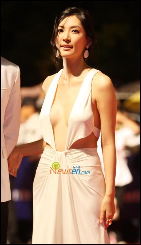 Korean celebrity song ji hyo love scene - 2 part 10