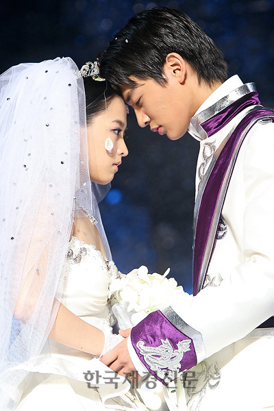 choi minho and sulli wedding - photo #12