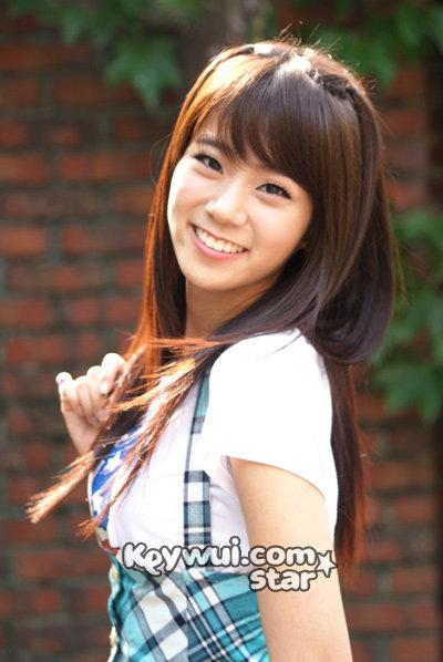 فرقة كارا موضوع رااائع Han-seung-yeon_hannah_20090401