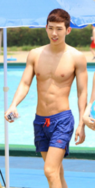 U Kwon Abs [Pictures]K-Idols show...