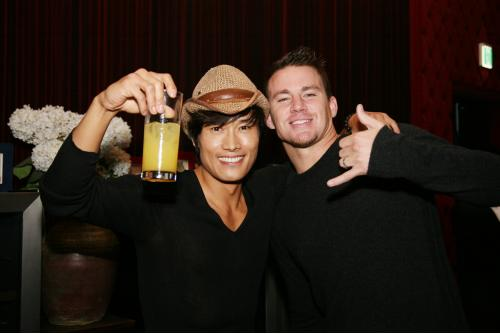 Photo of Lee Byung-hun & his friend   -