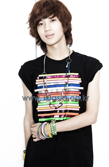 http://popseoul.files.wordpress.com/2009/07/shinee_taemin_20090705.jpg
