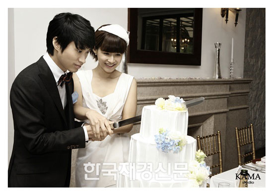 Tablo and Kang Hye-jung's wedding photos! | POPSEOUL!
