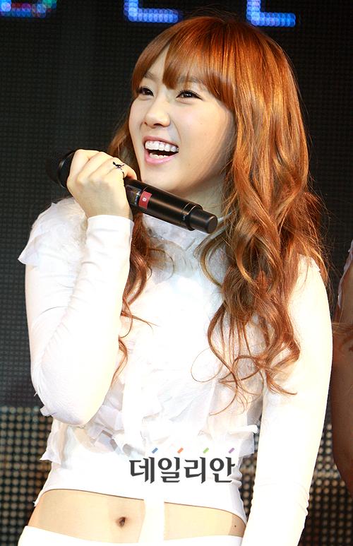 TU TOP 9 - Página 4 Taeyeon_20091215