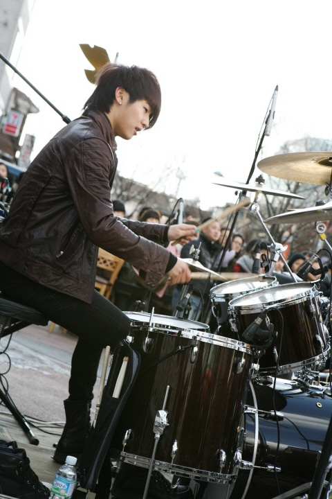 http://popseoul.files.wordpress.com/2010/02/cnblue_20100226_5.jpg