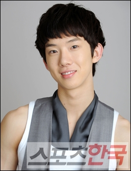 http://popseoul.files.wordpress.com/2010/02/jokwon_20100203.jpg