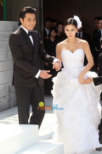 http://popseoul.files.wordpress.com/2010/05/jang-dong-gun_gosoyoung5-e1272807741378.jpg