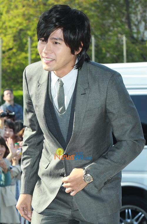 http://popseoul.files.wordpress.com/2010/05/jang_hyunbin_100502.jpg
