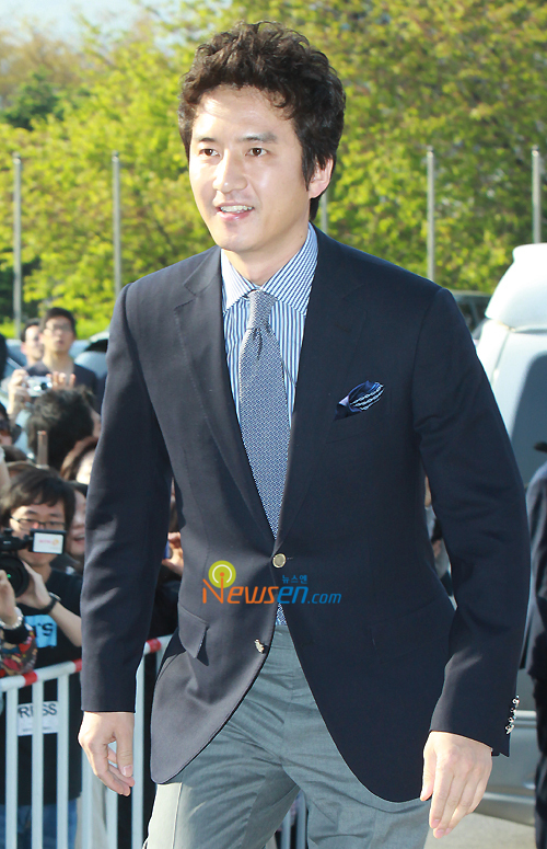 http://popseoul.files.wordpress.com/2010/05/jang_jungjunho.jpg