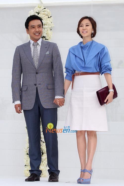 http://popseoul.files.wordpress.com/2010/05/jang_kimseungwoo_kimnanjoo.jpg
