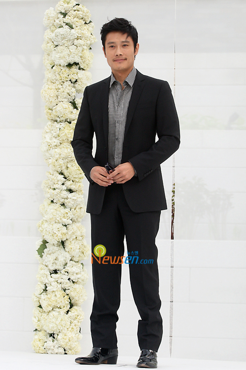 http://popseoul.files.wordpress.com/2010/05/jang_leebyunghun.jpg