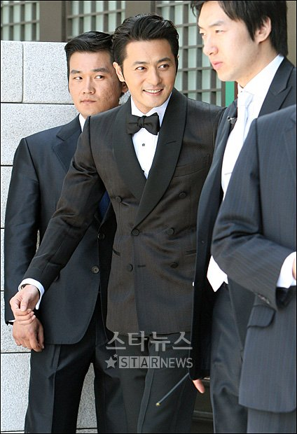 http://popseoul.files.wordpress.com/2010/05/jangdonggun.jpg