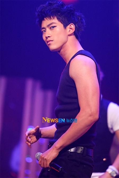 http://popseoul.files.wordpress.com/2010/07/taecyeon-20100706.jpg