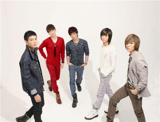 SHINee's 2010 photoshoot issue   myKoREanStaRs